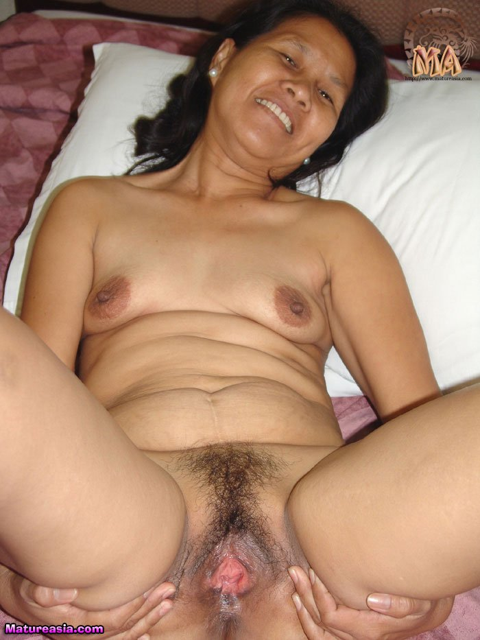 xxx-old-indonesia-female-ferret-with-infected-vulva